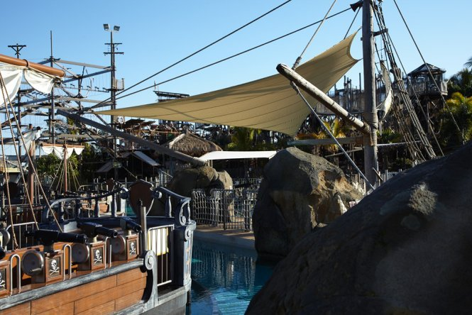 Theme park shade sails